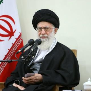 امام خامنهای در دیدار رئیس و اعضای مجلس خبرگان: نخبگان آمریکا از داشتن چنین رئیسجمهوری احساس شرم میکنند/ علتِ نطق ابلهانه رئیسجمهور آمریکا سبک مغزی آنهاست