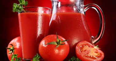 فوائد آب گوجه فرنگی برای پوست
