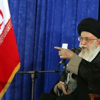امام خامنهای: مسئولان مشکلات را برطرف کنند، آمریکا هم هیچ غلطی نمیتواند بکند