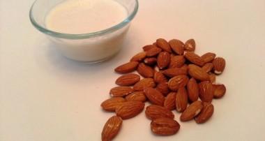 آیا بایستی از شیر بادام تهیه شده به روش صنعتی دوری کنیم