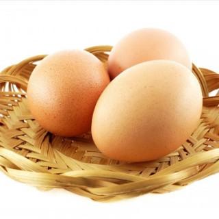 آیا خوردن تخم مرغ خام کار درستی است یا خیر؟