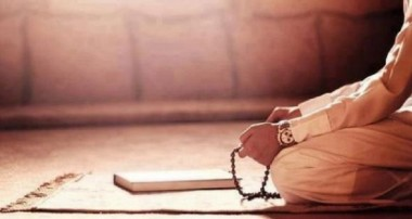 به نظر شما چند درصد از جواناني كه نماز نمي خوانند به خاطر بي علاقگي به زبان عربي است؟ مي توانم بگويم 50 درصد اينطور است. چون دليل قرآن نخواندن بچه ها عربي بودن متن آن است. مثلا زبان انگليسي آنها خيلي بهتر از عربيشان است.